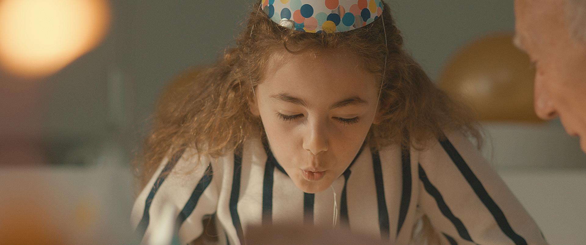 Meisje op een verjaardagsfeest film
